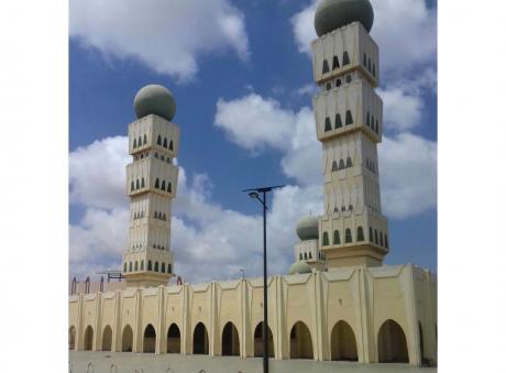 Dakar's Grand Mosque upgrades lighting with Fonroche solar lamps