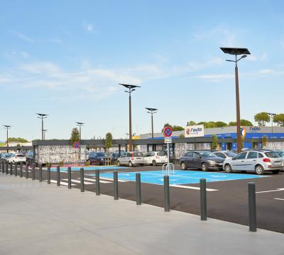 Solar lighting of large retail in France